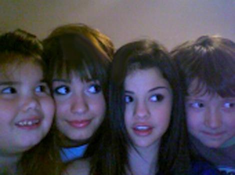 Demi Lovato Selena Gomez on Selena Gomez   Demi Lovato Photo