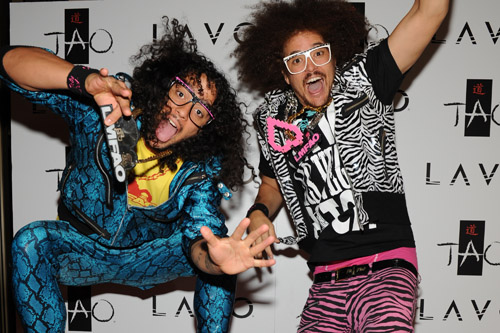 http://img.karaoke-lyrics.net/img/artists/34837/lmfao-300353.jpg