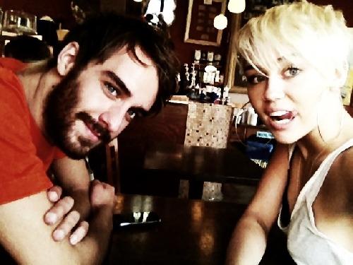 Miley a její kamarád Cheyn :)