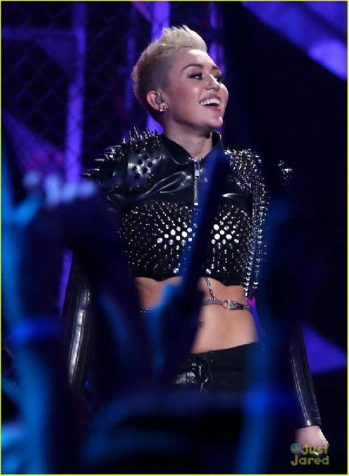 Milezz na VH1 Divas ♥ Bože pořádně to rozjela! Fakt stálo za to vstávat ♥