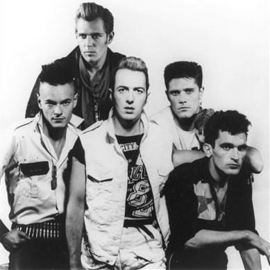 Clash II: zleva Vince White, Paul Simonon, Joe Strummer, Pete Howard a Nick Sheppard