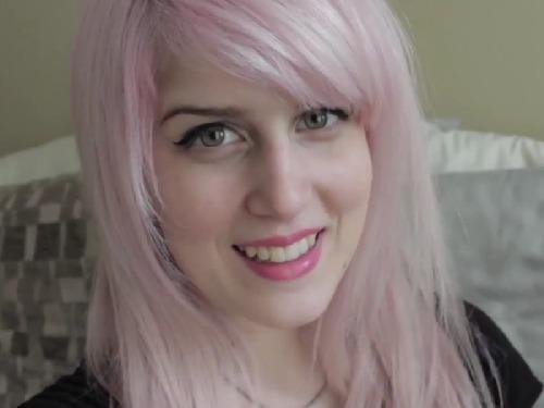 Hlavní zpěvačka s pseudonymem Jessica Lestrange