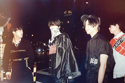 zleva do prava: Osada Curtis, Enon Kawatani, Ryousuke Gochou, Eitarou Satou